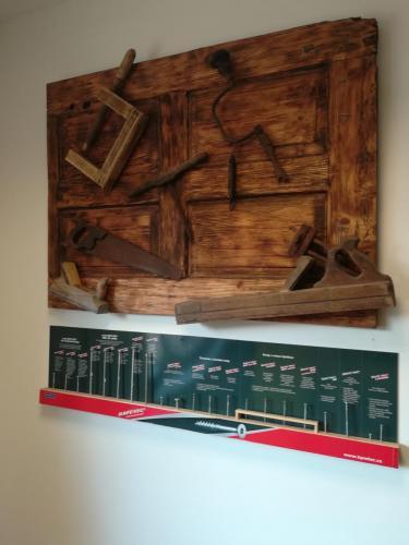 vruty Rapi-tec a staré truhlářské a tesařské nástroje